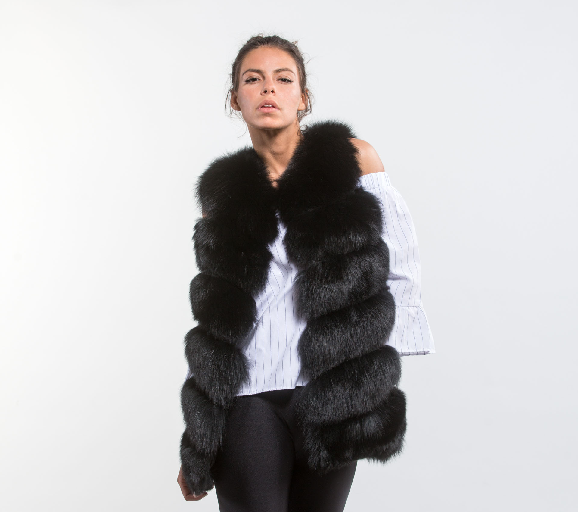 Black fox fur vest made of 100 real fur haute acorn for Lack fur kuchenschranke